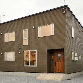 空間に映える造作家具も魅力インテリアを生かす色彩豊かな家
