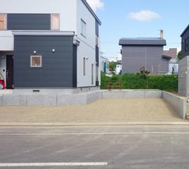 駐車スペースを平らにしました