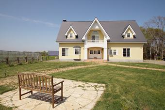 大自然に映える二世帯住宅