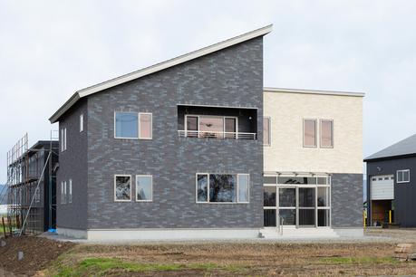 片流れ屋根を組み合わせた美しい外観デザイン