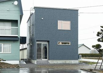 洗練されたシンプルフォルムの家