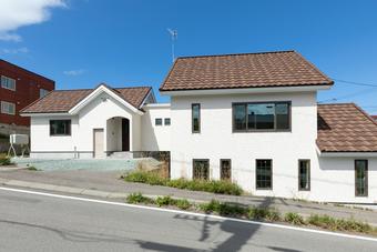 職住隣接の大人可愛い南欧風の家