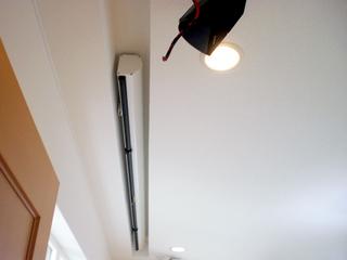 スクリーンの天井埋め込み
