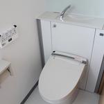 配管が見えなくなりスッキリしたトイレ